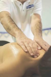 Faszienbehandlung Massage Mann