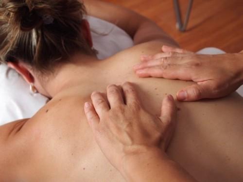 Faszienbehandlung Massage Frau