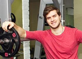 Profilfoto von mir im Fitnessstudio.